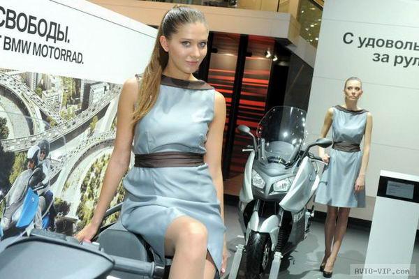 Девушки и автомобили Московского автошоу 2012