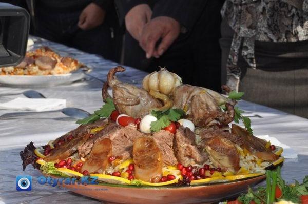 Фестиваль плова прошел в Шымкенте