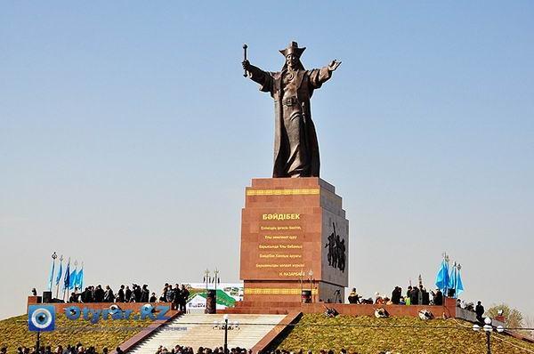 Памятник Байдибек би в Шымкенте